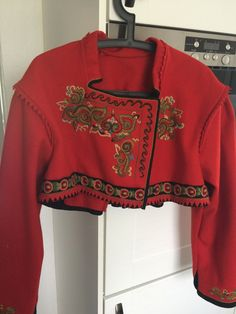 FINN – Lite brukt og flott Øst-Telemark bunadsjakke Folklore, Sweatshirts, Blouse, Long Sleeve, Sleeves, Clothing, Sweaters, How To Wear, Tops