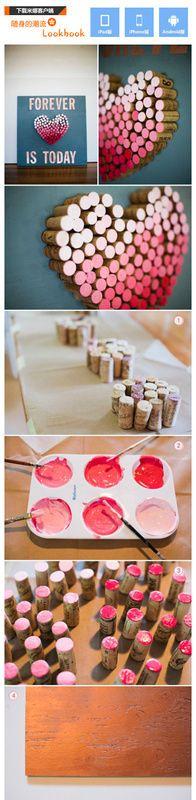这个创意不错吧,用用过的酒瓶塞打造的渐变色桃心。