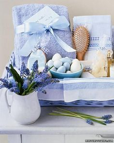 Make Mom a Mother's Day Spa Gift Basket filled with her favorite things~ pretty soaps, a scented candle, lush towels, lotions, a wood-handled hairbrush . more spa basket stuffer ideas. Mothers Day Spa, Mother Day Gifts, Spa Basket, Basket Ideas, Garden Basket, Guest Basket, Hamper Ideas, Mother's Day Gift Baskets, Basket Gift