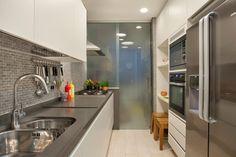 Navegue por fotos de Cozinhas clássicas: MS apartment. Veja fotos com as melhores ideias e inspirações para criar uma casa perfeita.