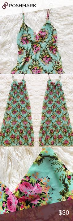 🍀🌸Floral Maxi: mint☘️🌸 This gorgeous dress is fully lined and has a comfy empire waist with adjustable straps. This is a dress you would wear to brunch with a pair of pretty leather sandals☘️ great for summer flolicing in wild flower meadows, vacationing in the Mediterranean...or just going to the grocery store😜 whatever it may be this dress is warm weather posh that would standout at any occasion!💚🌸 Forever 21 Dresses Maxi