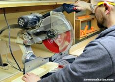 Miter Saws 7 miter saw tricks and tips to make the most of your saw! - The miter saw is one of the tools we use the most to make DIY furniture projects. Here are 7 miter saw tricks and tips to make the most of your miter saw! Antique Woodworking Tools, Small Woodworking Projects, Woodworking Furniture, Fine Woodworking, Woodworking Crafts, Woodworking Garage, Intarsia Woodworking, Wood Furniture, Woodworking Magazines