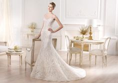 Pronovias Altier Yirsa : buy this dress for a fraction of the salon price on PreOwnedWeddingDresses.com