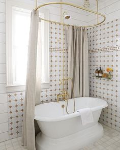 Domino (@dominomag) • Instagram photos and videos Bathroom Wall Decor, Bathroom Colors, Bathroom Ideas, Colorful Bathroom, Bathroom Trends, Bathroom Designs, Tub Shower Combo, Shower Tub, Bath Tub