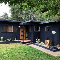 Home Renovation Exterior Awesome Black House Exterior Design Ideas You Definitely Like Black House Exterior, House Paint Exterior, Exterior House Colors, Modern Exterior, Exterior Design, Home Exterior Makeover, Exterior Remodel, Ranch Exterior, Bungalow Exterior
