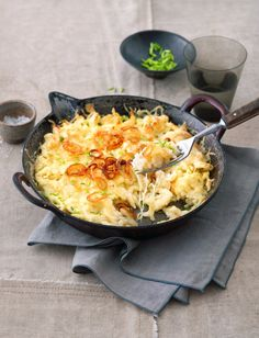 Spätzlepfanne mit Käse und Zwiebeln