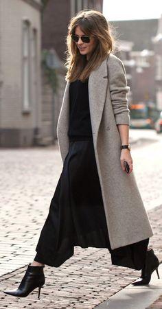 À porter avec des baskets pour déambuler librement au quotidien ou à associer à une paire d'escarpins pour un peu plus de féminité, les manteaux longs sont les rois du style douillet !