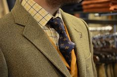 Tweed Run Bicycles Dapper Gentleman, Gentleman Style, Tartan Men, Tweed Ride, Hunting Clothes, Hunting Outfits, Best Dressed Man, Fashion Updates, Complete Outfits