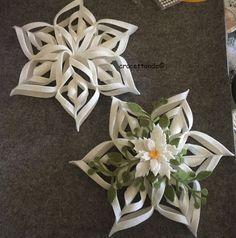Con l'aiuto della fustella Cut-me 99560 ho preparato questa grande stella per Natale. ogni quadrato misura 15 cm di diametro, la stella misura, da punta a punta 30 cm circa. Tagliare 6…