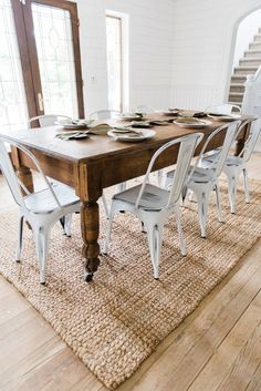 White Metal Chairs Dining Room Decor by Liz Marie - Home Decor Dining Table Bench Seat, Dinning Room Tables, Farmhouse Dining Chairs, Metal Dining Table, Dining Room Design, Kitchen Tables, Metal Kitchen Chairs, White Dinning Chairs, Carpet Dining Room