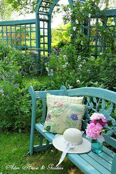 This Enchanted Garden Cedar Fan Trellis will make an elegant