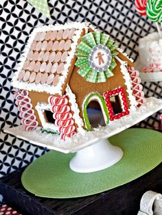 Gingerbread Party including free digitals ... http://www.hgtv.com/entertaining/host-a-kid-friendly-gingerbread-house-decorating-party/pictures/index.html