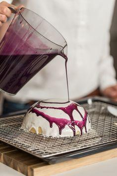 Mirror Glaze Rezept & Anleitung: Torten verzieren & stylen »