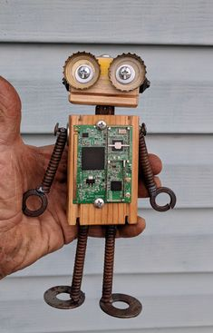 Metal Crafts, Wood Crafts, Fun Crafts, Recycled Robot, Recycled Art, Family Sculpture, Wood Animal, Scrap Wood Projects, Found Object Art
