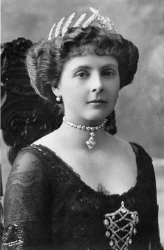 Alice of Albany 1883-1981 (Daughter of Prince Leopold) wearing the Teck Ears of Wheat tiara.