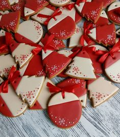 Super Cookies, Iced Cookies, Royal Icing Cookies, Cupcake Cookies, Cookies Et Biscuits, Christmas Sugar Cookies, Holiday Cookies, Christmas Treats, Christmas Baking