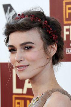 Beautiful makeup look Manual de uso de las coronas de flores en el pelo: Keira Knightley