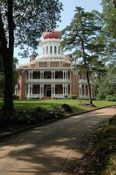 Longwood Mansion, Natchez, Mississippi. Cools antebellum home I've been too! Never was fully finish other than the lower level.