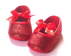 ** Baby Girl Red Shoes ** Please go by measurement below when selecting a size: Size Recommended for Measurement - Small 3 - 6 Months 4.2 Inches Medium 6 - 9 Months 4.5 Inches - Large 9 - 12 Months 5