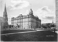 Circa Windsor Hotel and Dominion Square (now Place du Canada). Windsor Hotel, International Civil Aviation Organization, Old Montreal, Photo Vintage, Ballrooms, Old Buildings, Concert Hall, Old Pictures, Architecture