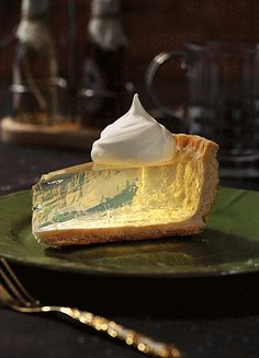 i bet you didn't expect a clear lemon pie here we will answer all Cute Food, Yummy Food, Awesome Food, Just Desserts, Dessert Recipes, Dessert Food, Aesthetic Food, Food Presentation, Food Design