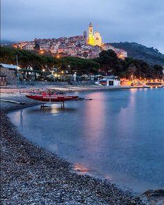 Aspettando l'autunno.. Waiting for Autumn!!! ⚓️ #cervo #Imperia #Liguria #italy #canon  2 galleries of my heart .... #ig_liguria #splendid_xposure good evening!!!