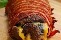 Ce rouleau de viande bœuf-jambon-bacon est le repas parfait des carnivores