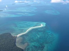 Bayangkan sebuah pantai, memanjang sekitar 2 Km ke tengah laut biru jernih. Inilah Pantai Ngurtafur di Pulau Warbal, Kepulauan Kei, Maluku Tenggara. Anda seolah berjalan ke tengah laut!
