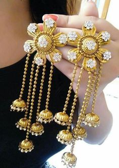 Pick beautiful and the latest range of Wedding Earring Online in India. Buy chandbali, jhumki, studs at best price range. Indian Jewelry Earrings, Bridal Earrings, Wedding Jewelry, Jewelery, Diy Jewellery, Jewellery Display, Jewelry Patterns, Designer Earrings, Jewelry Trends