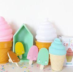 Ice cream lamp & cute ice cream wall hooks || www.glorioussweets.com