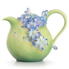 FZ02616 Franz Porcelain Lily of the Nile flower teapot