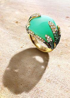 #CARIDI #GlowInPride #MadeInItaly #Imperialchrysophase #18KGold #EVVS+Diamonds Luxury Jewelry, Modern Jewelry, Fine Jewelry, Jewellery, Metal Bracelets, Handmade Bracelets, Cuff Bracelets, Gifts For Wife, Hand Warmers
