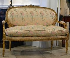 AN-ELEGANT-FRENCH-LOUIS-XVI-STYLE-CARVED-GILT-WOOD-CANAPE-SETTEE-BENCH