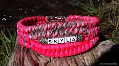 Paracord collar with name! Source by dersteen Paracord Projects, Horse Tack, Friendship Bracelets, Pets, Dog Collars, Crafts, Jewelry, Horses, Fashion