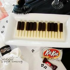Kit Kat Piano, this would be adorable for a music-themed party or piano recital.  White chocolate kit-kats make the white keys and mini kit-kats make the black keys.