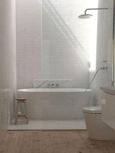 Trendy bathroom shower over bath tubs Ideas Bathtub Shower Combo, Shower Over Bath, Bathroom With Shower And Bath, Shower Floor, Bad Inspiration, Bathroom Inspiration, Bathroom Ideas, Bathroom Tiling, Bathroom Designs