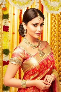 Bollywood Actresses in Bride dress! South Indian Bride, Indian Bridal, Sonam Kapoor, Deepika Padukone, India Beauty, Asian Beauty, Photos Hd, Cover Photos, 54 Kg