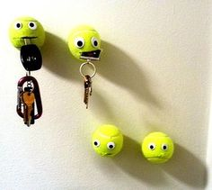 Tennis ball key holders tutorial Diy Home Decor Projects, Home Crafts, Diy And Crafts, Projects To Try, Lego Key Holders, Market Day Ideas, Christmas Crafts For Gifts, Recycled Crafts, Diy Wall Art