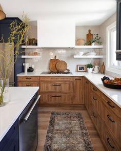 Home Interior, Kitchen Interior, New Kitchen, Kitchen Dining, Interior Design, Kitchen With Wood Cabinets, Italian Kitchen Decor, Pantry Cabinets, Wooden Kitchen