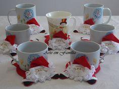 Mug rug santa Christmas Crafts, Xmas, Christmas Ornaments, Felt Crafts, Diy Crafts, Cute Coasters, 242, Christmas Accessories, Theme Noel