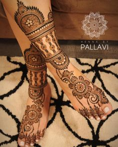 Henna is the most traditional part of weddings throughout India. Let us go through the best henna designs for your hands and feet! Dulhan Mehndi Designs, Mehandi Designs, Latest Bridal Mehndi Designs, Unique Mehndi Designs, Wedding Mehndi Designs, Beautiful Henna Designs, Tattoo Designs, Art Designs, Leg Mehendi Design