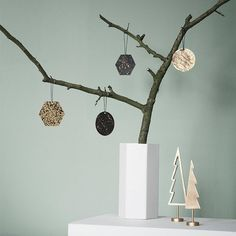 Decorate your Christmas Tree with these gorgeous Patina Brass Ornaments from Ferm Living. Individually crafted from brass, this set of 4 ornaments have their own unique design. Design Shop, Christmas Ornament Sets, Christmas Decorations, Branch Decor, Beautiful Christmas Trees, Wall Decor Stickers, Christmas 2016, Christmas Tree Trends 2018, Xmas