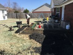 Brooks Lawn Service taking care of customers flowerbeds. Contact Fred Brooks @901-338-6347 or fred@brooksls.com