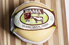 Arzúa-Ulloa - Arzúa-Ulloa (queso de Lugo o queso de Chantada), queso elaborado con leche de vaca de raza rubia gallega, frisona, pardo-alpina y sus cruces.