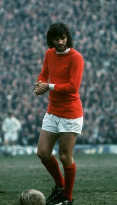 he was such a sexy man, before his problems with alcohol, and died far too young. Manchester United Legends, Manchester United Football, George Best Quotes, Soccer Players, Football Team, Match Of The Day, Soccer Photography, Classic Football Shirts, Most Popular Sports