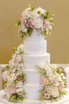 Rose Decorated Cake www.mccormick-weddings.com
