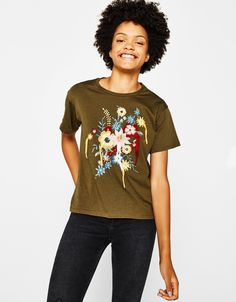 T-shirt with floral embroidery - T-Shirts - Bershka Turkey