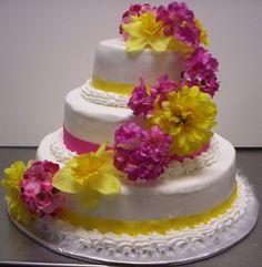 Bolo de casamento com decoração bem tropical.