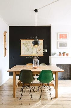 Livingroom // Black walls, lamp & chair / green / wood  Simple and multipurpose