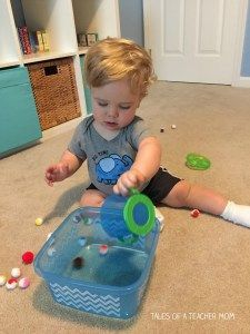 Best Toy Free Ways to Entertain a One Year Old - Tales of a Teacher Mom Toddler Books, Toddler Fun, Toddler Learning, Toddler Activities, Activities For One Year Olds, Parenting Done Right, Felt Books, How To Make Toys, Babysitting